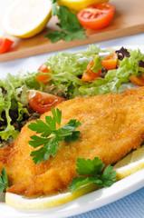 Cotoletta di pollo con verdure, close-up