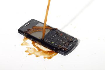 Telefon zalany kawą