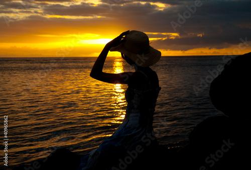 Silhouette de femme au couch du soleil de magalice photo libre de droits 40965862 sur - Le soleil se couche a quel heure ...