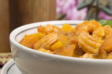 Kaeng Phet/Chu Chee -Thai Red Curry with prawns, pumpkin & mango