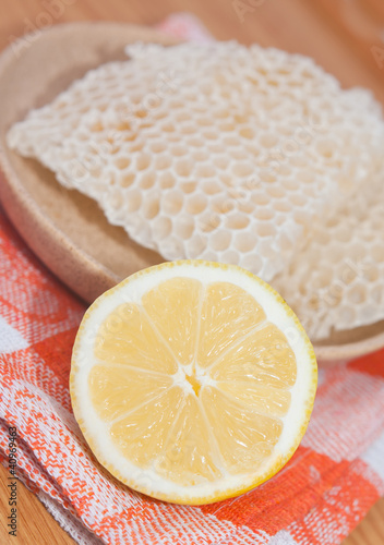Lemon and honeycomb