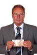 Mann mit 50 Euro Banknote