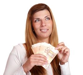 junge Frau mit Geldfächer überlegt