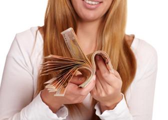 Frau mit Geldbündel