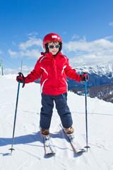 Jeune skieur sur les pistes (6-7 ans)