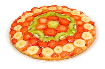 Torta di frutta su sfondo bianco