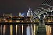 Millennium bridge und St. Pauls Kathedrale London Großbritanien
