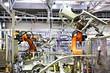 Leinwanddruck Bild - robots in a car factory
