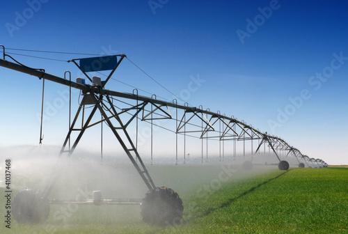 Leinwanddruck Bild Crop Irrigation using the center pivot sprinkler system
