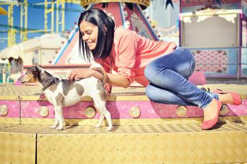 Frau und Hund auf Jahrmarkt II