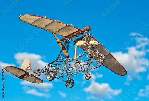Wire art microlight level flight
