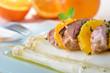 Frischer Spargel mit Schweinefilet und Orangen