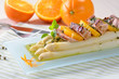 Frischer Spargel mit Filet und Orangen