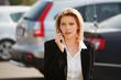 Detaily fotografie mladá podnikatelka volání na telefonu