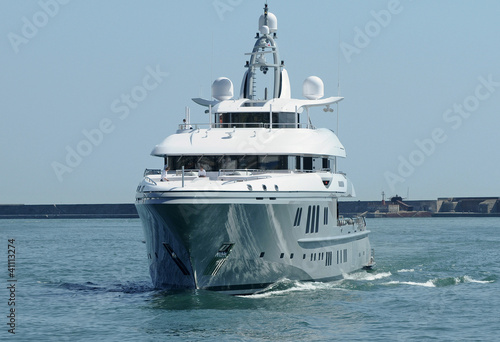 gray hull luxury