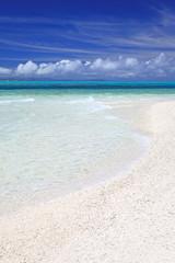 座間味島の真っ白い砂浜と綺麗な海
