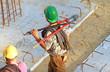 Bauarbeiter mit Bolzenschneider