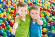 Dwaj chłopcy w kulkach 8