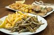 fritto misto di pesce con patatine