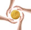 Hände mit Euromünze
