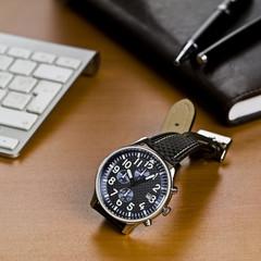 Çalışma masası ve saat