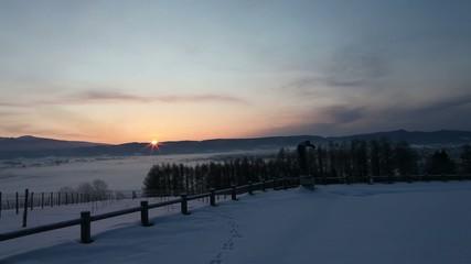 朝日のふらの盆地