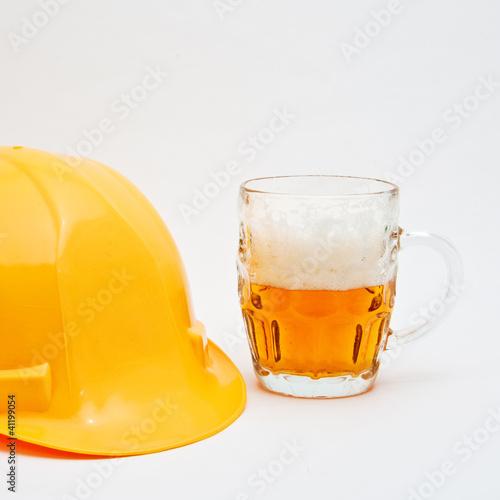 pracownik-jest-na-hamulcu-piwa