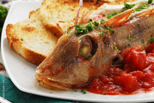 Gallinelle al pomodoro Tub gurnard with tomato