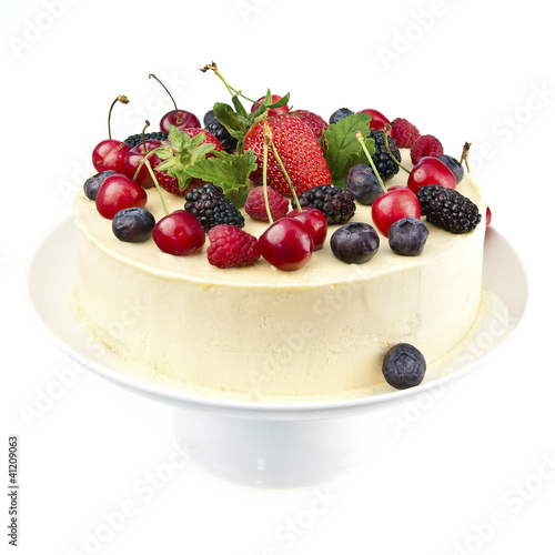 White chocolate cake with fresh berries