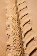 Reifenabdruck im Sand 3