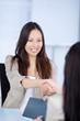 handschlag bei einem bewerbungsgespräch