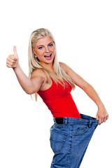 Frau nach erfolgreicher Diät mit großer Hose