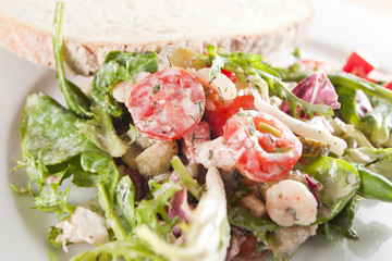 Prawn salad with a slice of bread - Dukan diet