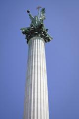 statua dell'arcangelo gabriele, budapest