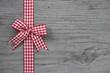 Glückwunschkarte rot weiß karierter Schleife