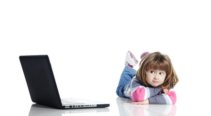 littel-girl-and-laptop