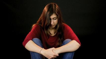 Ver sad girl thinking sitting