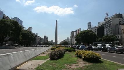 Strassenverkehr in Buenos Aires auf der Av. 9 de Julio