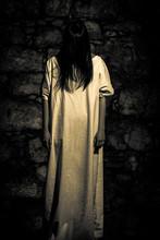 Scène d'horreur effrayant d'une femme
