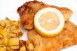 Wiener Schnitzel mit ZItronenscheibe un Bratkartoffeln