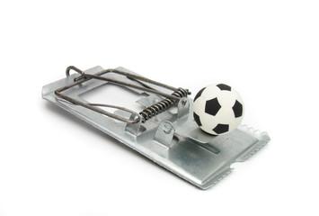 Ratoeira e bola de futebol