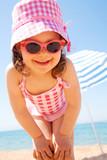 Fototapety little girl at seaside