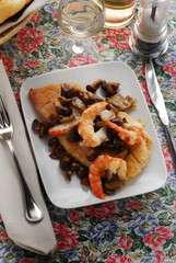 Pesce persico ai gamberi e funghi Perch shrimp mushrooms
