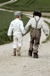 Zwei Jungen auf dem Weg