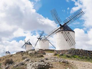 molinos de viento en consuegra,toledo,españa.