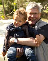 Enfant et son grand père