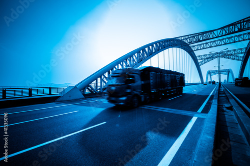 traffic of bridge