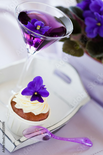 Violet cupcake and cocktail