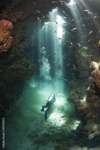 Fotobehang Duiken Scuba diver in an underwater cave
