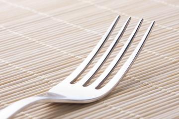 cubierto y tenedor de metal